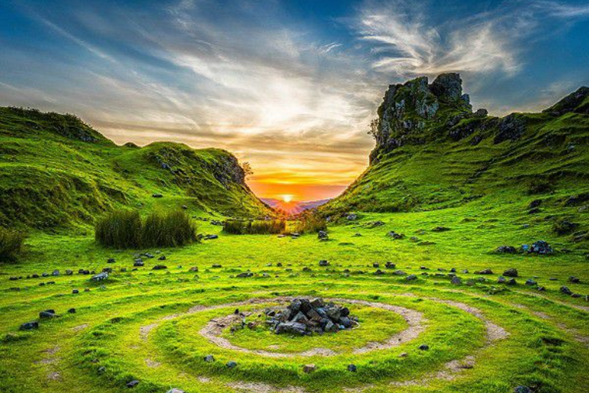 The Fairy Glen shows a green area with the sunsetting behind. There are random hills and spirals making it feel very 'Teletubbies'!