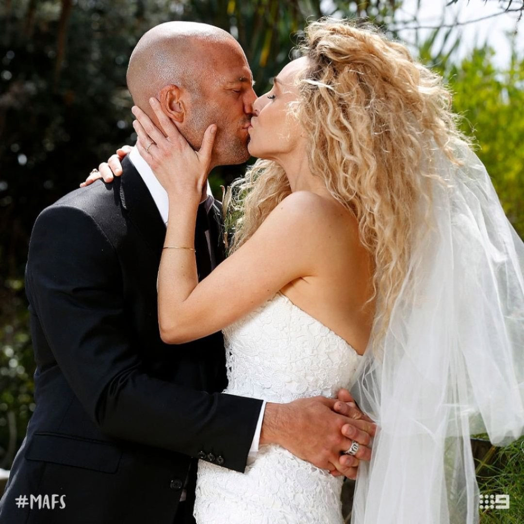 MAFS stars Mike Gunner and Heidi Latcham are pictured here on their wedding day kissing.