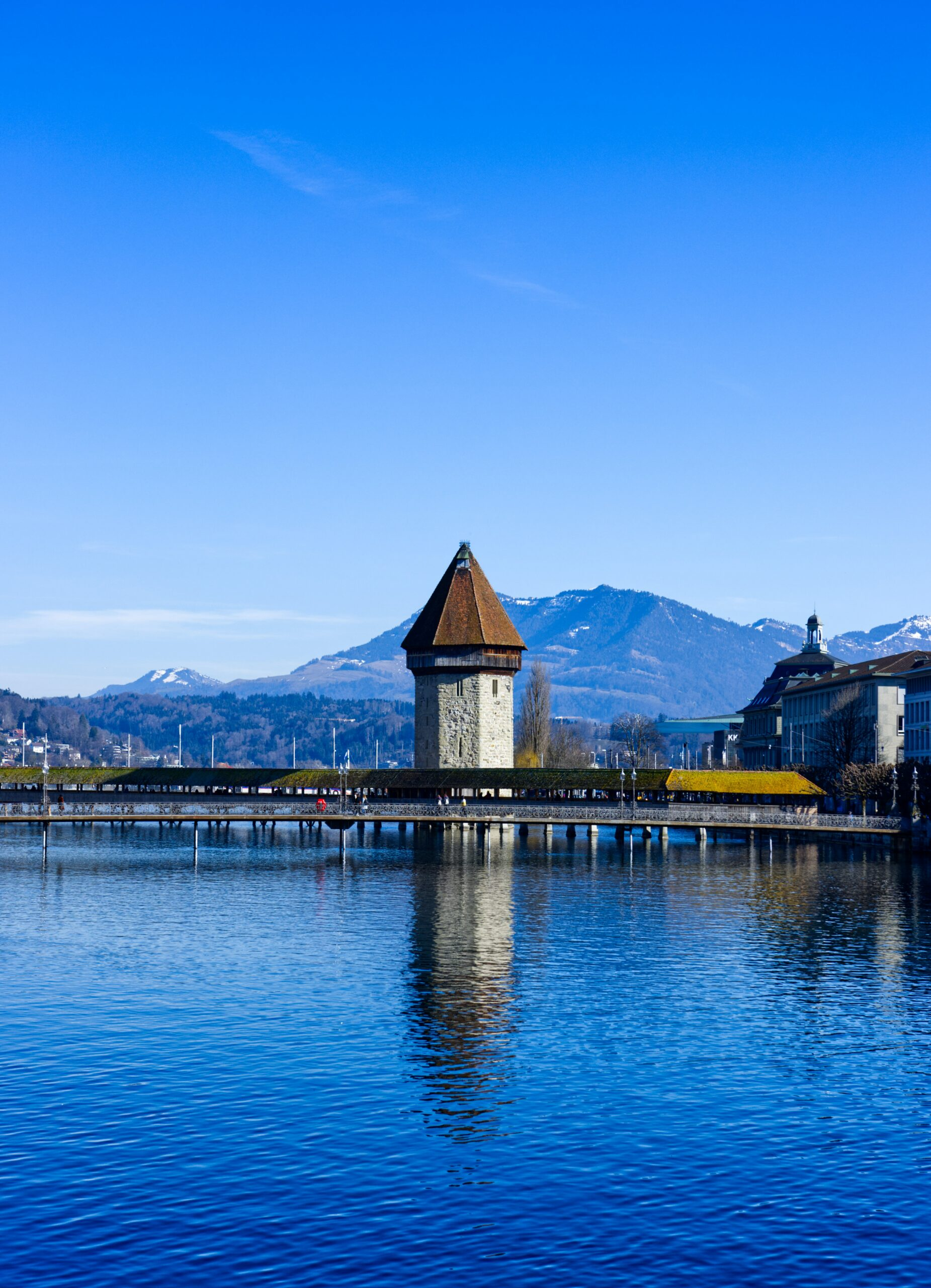 This picture shows the Lucerne landscape overseeing the famous bridge.