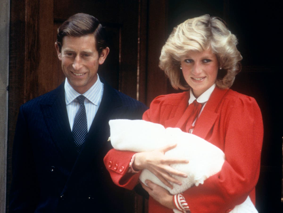 This image shows Princess Diana holding her newborn, Prince Harryalongside her husband, Prince Charles outside of the Lindo Wing of St Marys Hospital.