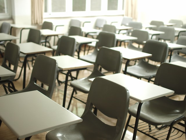In this image, lots of exam tables and chairs are set out but the room is empty.